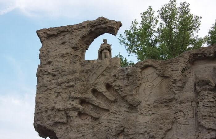 steny-ruiny