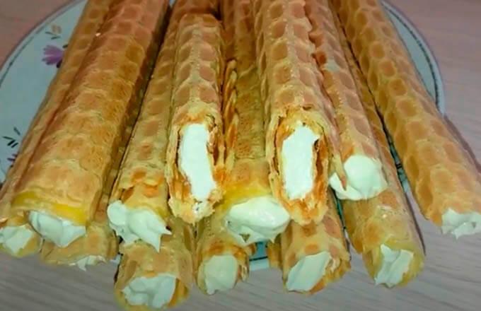 trubochki-iz-tonkih-vafel-s-masljanym-kremom